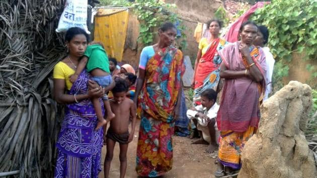 Family members and relatives at the house Rooplal Marandi , who died after he was allegedly refused subsidised supplies, at Manoharpur village in Deoghar on October 24, 2017.(HT File Photo)
