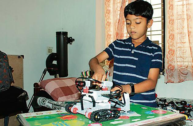 Sarang Sumesh, a 9-year-old from Kochi, is obsessed with robots. (HT Photo)