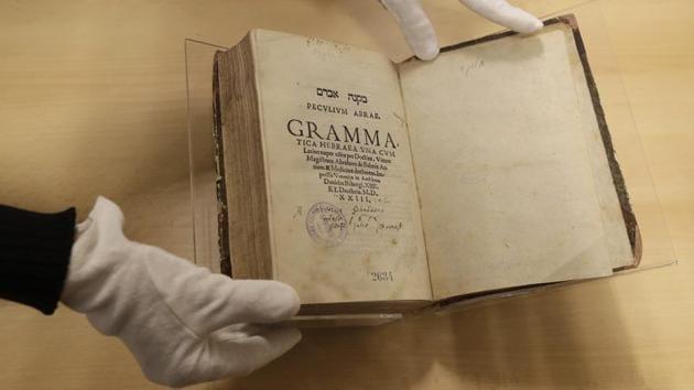Hebrew grammar book from 16th century returns to Prague Jewish Museum