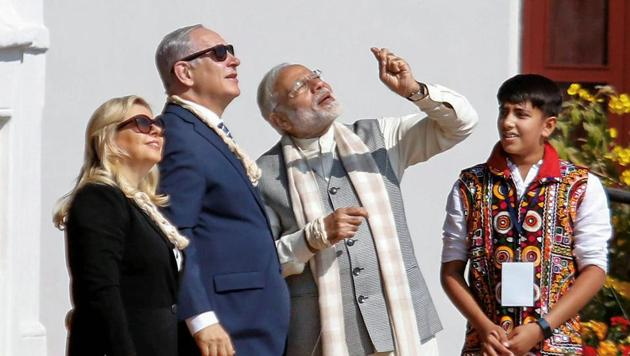 PM Narendra Modi flies a kite with Israeli PM Benjamin Netanyahu and wife Sara Netanyahu during their visit to Sabarmati Ashram in Ahmedabad on Wednesday.(PTI)