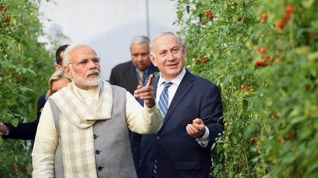 Prime Minister Narendra Modi and Israeli PM Benjamin Netanyahu at the Centre of Excellence for Vegetables at Vadrad on Wednesday.(PTI)
