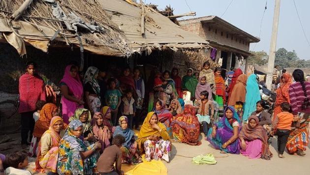 Family members of farmer Gyan Chandra at Bhauri village in Sitapur.(HT Photo)
