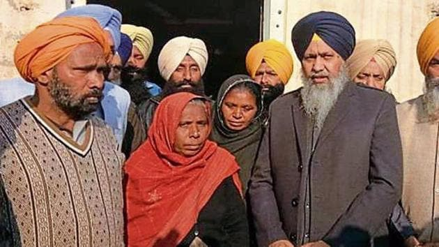 SGPC president Gobind Singh Longowal with members of the Dalit Sikh family in Sangrur on Sunday.(HT Photo)