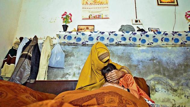 The mother and younger sister of the 15-year-old rape-murder victim at their house at Jhansa village in Haryana's Kurukshetra district.(Burhaan Kinu/HT)
