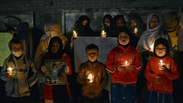 Members of the Hazara community hold candles to condemn the rape and murder of a 7-year-old girl, during a candlelight vigil in Quetta, Pakistan January 11, 2018.(REUTERS)