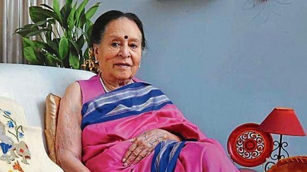 When the PGI was setting up its blood transfusion department, Kanta Saroop Krishen, 89, was at the forefront.(Sanjeev Sharma/HT)