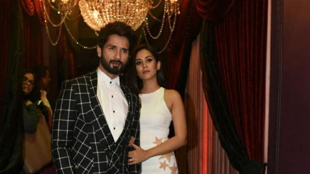 Shahid Kapoor and Mira Rajput rock the red carpet.(HT Photo)