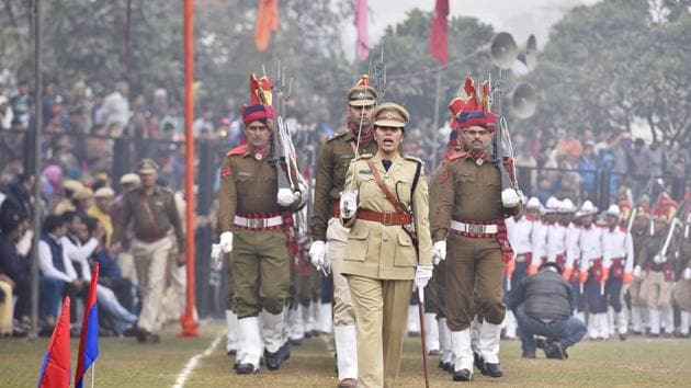 The Gurgaon police battalion, led by a woman officer, takes part in the march past on the occasion of 69th Republic Day celebrations at Tau Devi Lal Stadium, Gurgaon, on Friday.(Sanjeev Verma/HT PHOTO)