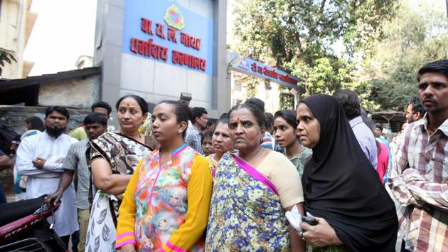 The victim's family members outside Nair Hospital on Sunday.(HT Photo)