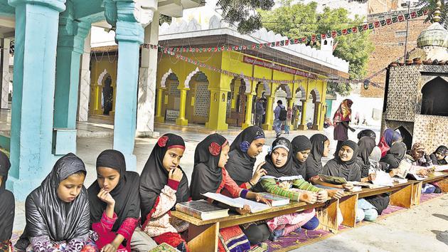 Girls reading Quran at the dargah of 14th century Sufi saint, Khwaja Nasiruddin Mehmood Chirag Dehlavi, at Chirag Delhi in New Delhi.(Sanchit Khanna/HT PHOTO)