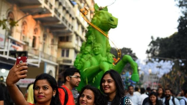 Rampart Row came alive with a sea of colour and chatter as happy crowds strolled among the installations on the opening day of the Hindustan Times Kala Ghoda Arts Festival.(Satish Bate/HT)