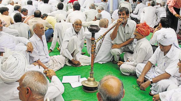 Participants from different villages during a khap panchayat hearing, Jharoda Kalan village, near Najafgarh, New Delhi.(HT File Photo)