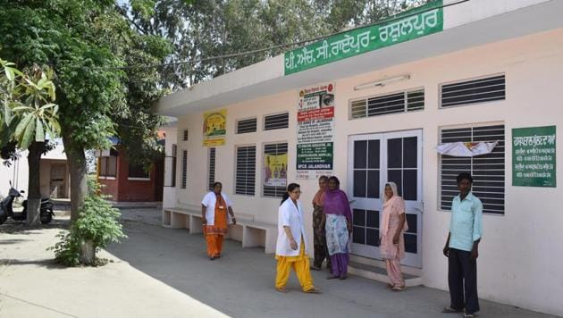 View of a primary health centre in Jalandhar. Punjab ranks no. 2 on NITI Aayog's Health Index report released on Friday.(HT file)