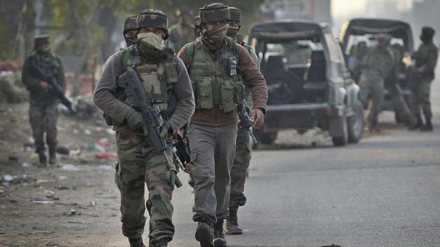 Army soldiers arrive to take position at the Sunjuwan army camp in Jammu, India, Saturday, Feb. 10, 2018.(AP)