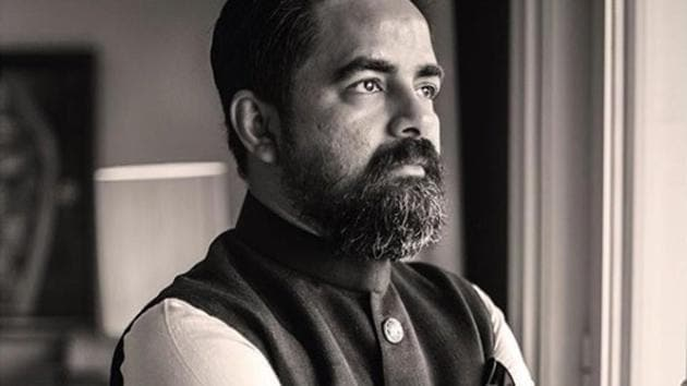 Your clothing should be a part of who you are and connect you to your roots, the designer told students.(Sabyasachi Mukherjee Instagram)
