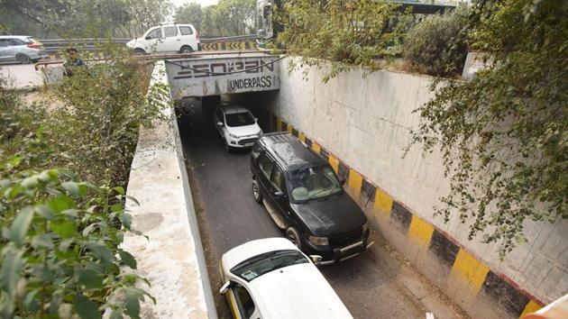 The authority will have to widen these narrow underpasses because motorists face perennial traffic congestion while crossing to the other side.(Virendra Singh Gosain/HT FILE PHOTO)