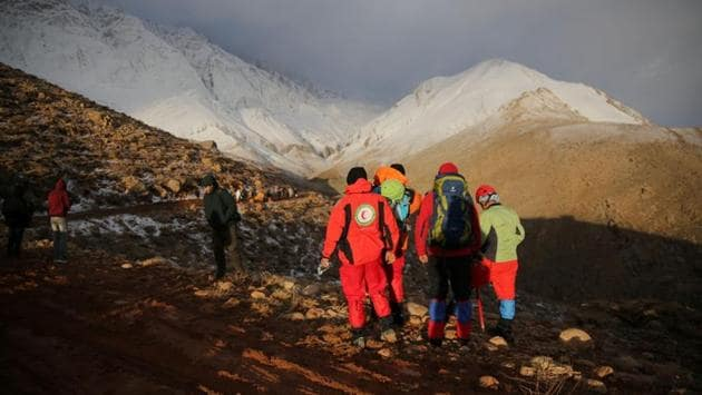 """Members of emergency and rescue teams at work on the mountain. """"The exact spot of the plane crash was not found, and given the darkness, heavy snowfall and fog in some regions, the aerial search operation was stopped and will be resumed tomorrow,"""" Esmaeil Najjar, head of Iran's Crisis Management Organisation, told the ISNA news agency. (Tasnim News Agency / REUTERS)"""