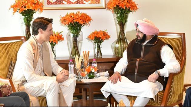 Canadian Prime Minister Justin Trudeau meets Punjab CM Capt Amarinder Singh in Amritsar.(Sameer Sehgal/HT)