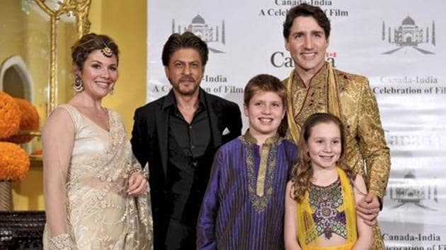 Canadian Prime Minister Justin Trudeau, his wife Sophie Grégoire, daughter Ella-Grace Margaret, son Xavier James pose for a photograph with Shah Rukh Khan in Mumbai on Tuesday.(PTI)