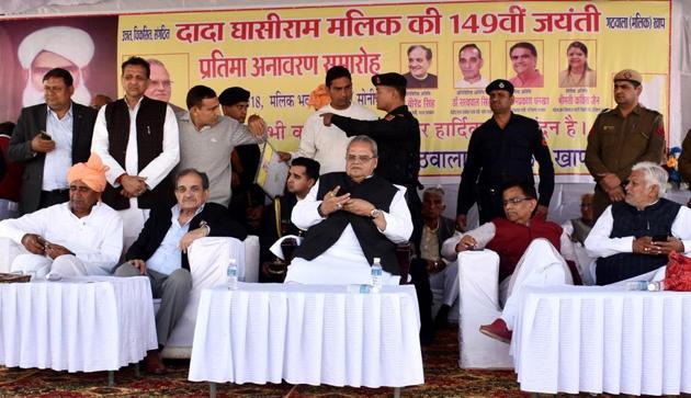 Union steel minister Birender Singh, Haryana minister OP Dhankar and Bihar governor Satyawan Malik at Gathwala Khap function in Sonepat.(HT Photo)