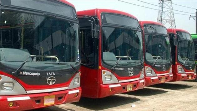 At present, people commuting in air-conditioned (AC) buses have to pay Rs 10 for up to 3km, Rs 15 for 3-10km and Rs 20 for above 10km.(HT File/Representative image)