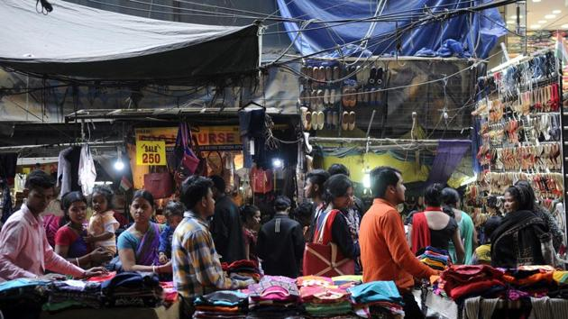 Vendors are presently deprived of all civic amenities and run their businesses on roadsides, thereby causing traffic congestion. Their activities also pose inconveniences to the public, particularly pedestrians.(Sunil Ghosh/HT Photo)