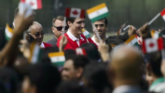 Canadian Prime Minister Justin Trudeau ( centre) greets students at the Modern School in Delhi.(AP)