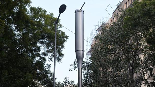 A smart pole installed by NDMC at KG Marg in New Delhi.(Mohd Zakir/HT PHOTO)