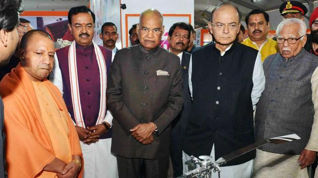 President Ram Nath Kovind and Uttar Pradesh chief minister Yogi Adityanath with other BJP leaders during the concluding session of Uttar Pradesh Investors Summit 2018, in Lucknow.(PTI Photo)
