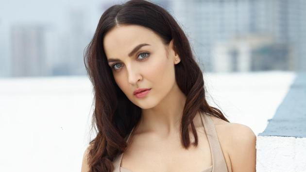 Actor Elli AvrRam will be a part of Queen's Tami and Kannada remake.
