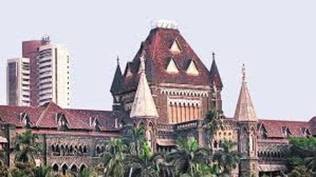 A division bench of justices Shantanu Kemkar and Rajesh Ketkar granted four weeks to the state to respond to a public interest litigation (PIL) filed by head constable Sunil Toke posted with the Armed Police Force at Worli.(HT FILE PHOTO)