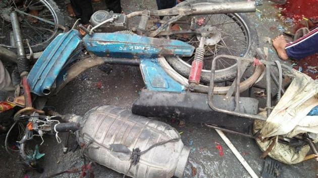 The mangled remains of the moped of the balloon seller on which he carried the gas cylinder.(Sameer Sehgal/HT)