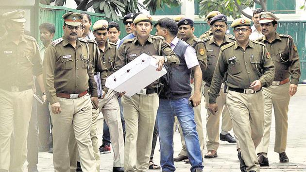 New Delhi, India- Feb 23, 2018: Delhi Police holds a box after visiting chief minister Arvind Kejriwal's house to probe the alleged assault of chief secretary Anshu Prakas at CM Residence Civil Lines in New Delhi, India on Friday, February 23, 2018. ( Photo by Sonu Mehta/Hindustan Times)(Sonu Mehta/HT PHOTO)
