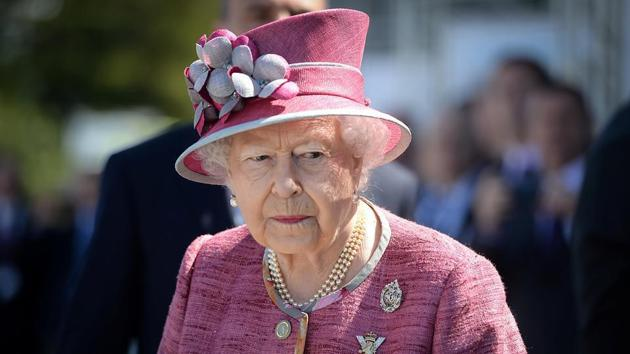 The 77-year-old monarch has made a seemingly simple bag her trademark-style.(Reuters)