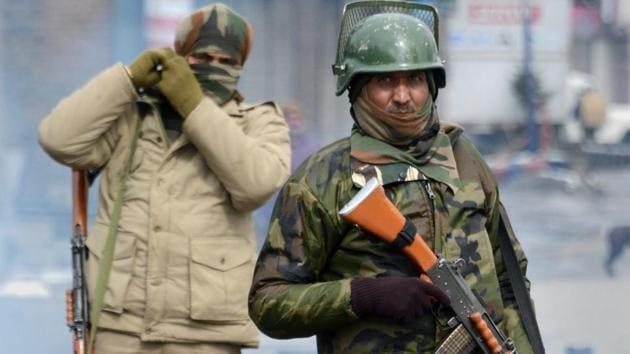 Security personnel stand guard in Srinagar.(PTI File Photo)