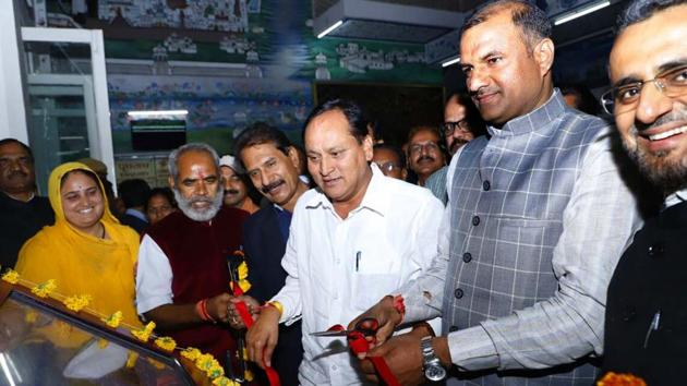 Udaipur MP Arjun Lal Meena and DRM Puneet Chawla launch 'e-suvidha' at Udaipur railway station on Sunday.(HT Photo)