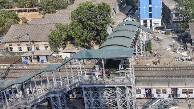 The Army bridge at Currey Road railway station.(Kunal Patil/HT Photo)