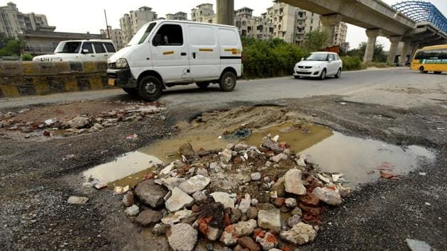 The drive will cover all roads that were resurfaced four years ago and have developed potholes.(Virendra Singh Gosain/HT PHOTO)