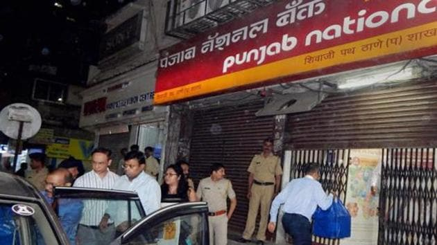 Enforcement Directorate officials outside the PNB branch in Thane last week. According to a source, the CBI also carried out searches at the Mumbai office of Cyril Amarchand Mangaldas last week.(PTI File Photo)
