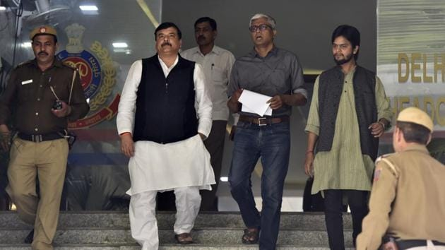 AAP Rajya Sabha MP Sanjay Singh and senior party leader Ashutosh step out of the Delhi Police headquarters after the meeting Delhi police commissioner Amulya Patnaik on Monday.(Sonu Mehta/HT PHOTO)