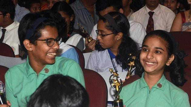 Students interact with each other at the Hindustan Times Scholarship Programme 2017-18 at Jawaharlal Nehru Memorial Hall, Camp in Pune. (Pratham Gokhale/HT Photo)