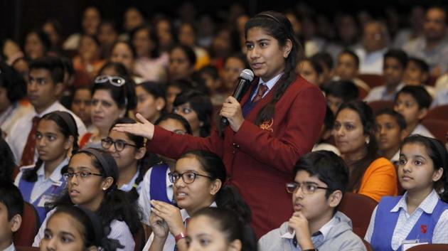 Ariya Chauhan, 9th standard student of The Bishop's co-ed School asks a question to the panel of chief guests during the Hindustan Times Scholarship Programme 2017-18 at Jawaharlal Nehru Memorial Hall, Camp in Pune. (RAHUL RAUT/HT PHOTO)