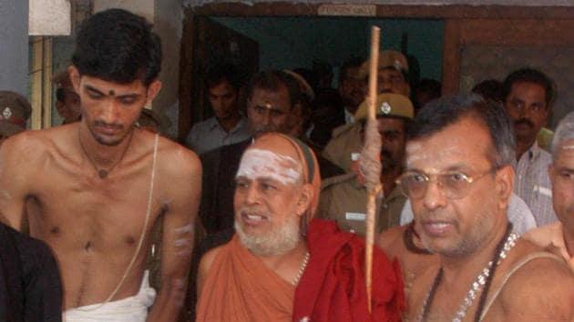 File photo of Kanchi Shankaracharya Jayendra Saraswathi. The senior pontiff of the Kanchi Sankara Mutt passed away in Kanchipuram, Tamil Nadu.(PTI)