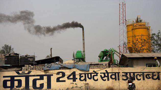 EPCA chairperson Bhure Lal has already written to all four NCR states to make sure that industries either move to gas or set up pollution control equipment for NOx and SOx.(HT Photo)