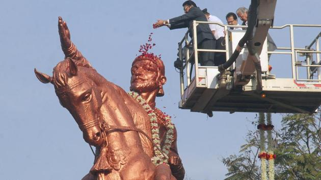 Maharashtra governor C Vidyasagar Rao garlands the statue of Chhatrapati Shivaji Maharaj on his birth anniversary at Shivaji Park in Mumbai on Monday.(Bhushan Koyande/HT File Photo)