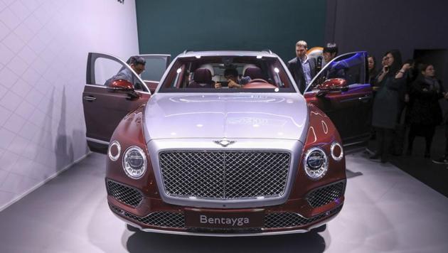Attendees look at a Bentley Motors Ltd. Bentayga luxury vehicle ahead of the 88th Geneva International Motor Show in Geneva, Switzerland, on Monday, March 5, 2018. Photographer: Chris Ratcliffe/Bloomberg