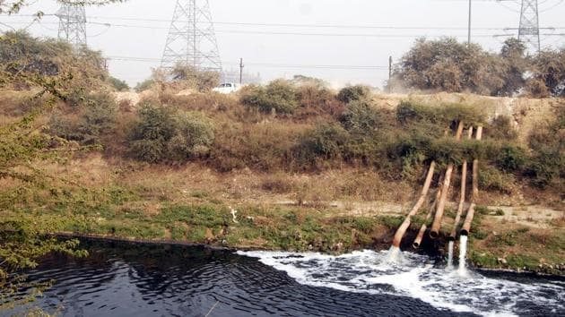 Delhi is the third most 'over exploited' groundwater state in India after Punjab and Rajasthan according to a report prepared by the Central Ground Water Board(HT FILE PHOTO)