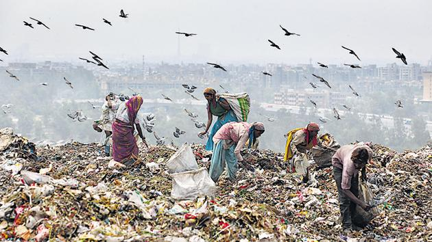 Waste-pickers sort through garbage for recyclable waste at the Ghazipur landfill in east Delhi.(Raj K Rah/ HT file photo)