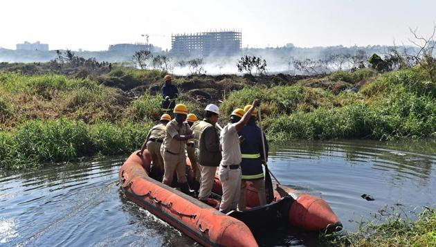 Bellandur Lake, known for high levels of pollution, caught fire on January 19, 2018. Billowing huge clouds of smoke can be seen on the Yemlur side of the lake.(PTI File Photo)
