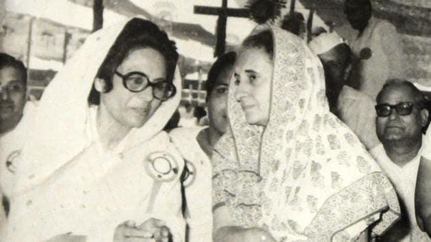 Begum Hamida Habibullah with former Prime Minister Indira Gandhi.(HT File Photo)